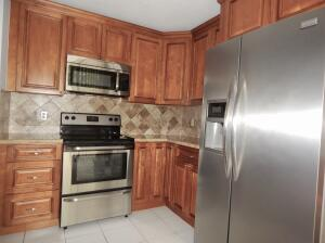 CHERRY WOOD CABINETS & STAINLESS STEEL APPLIANCES