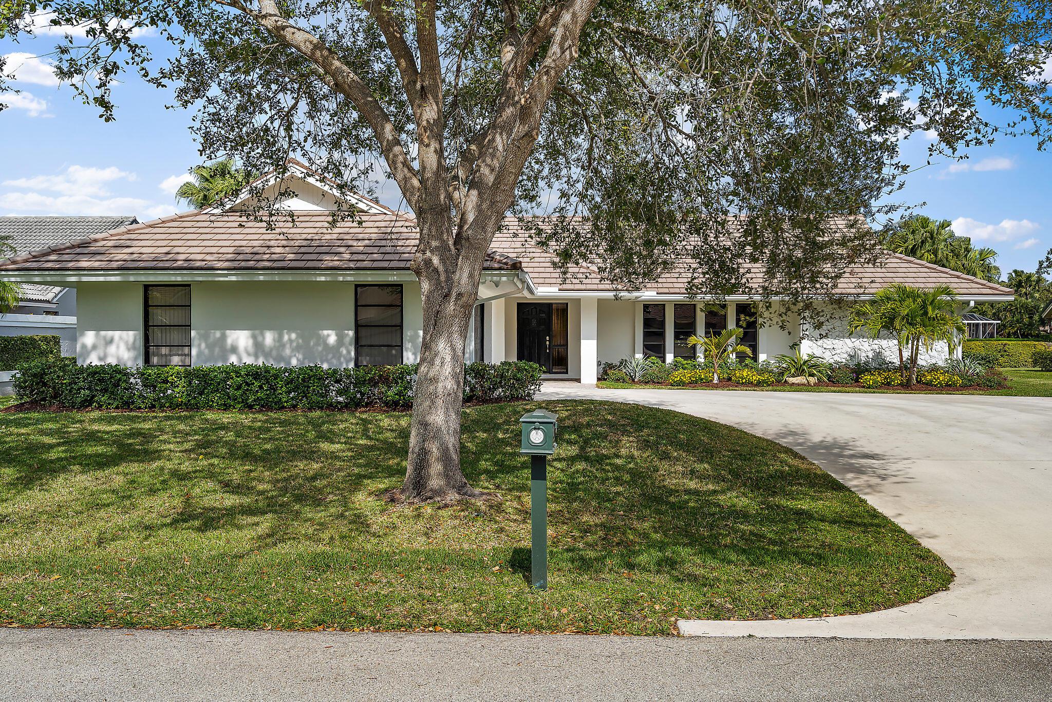 Photo of 10 Balfour Road E, Palm Beach Gardens, FL 33418