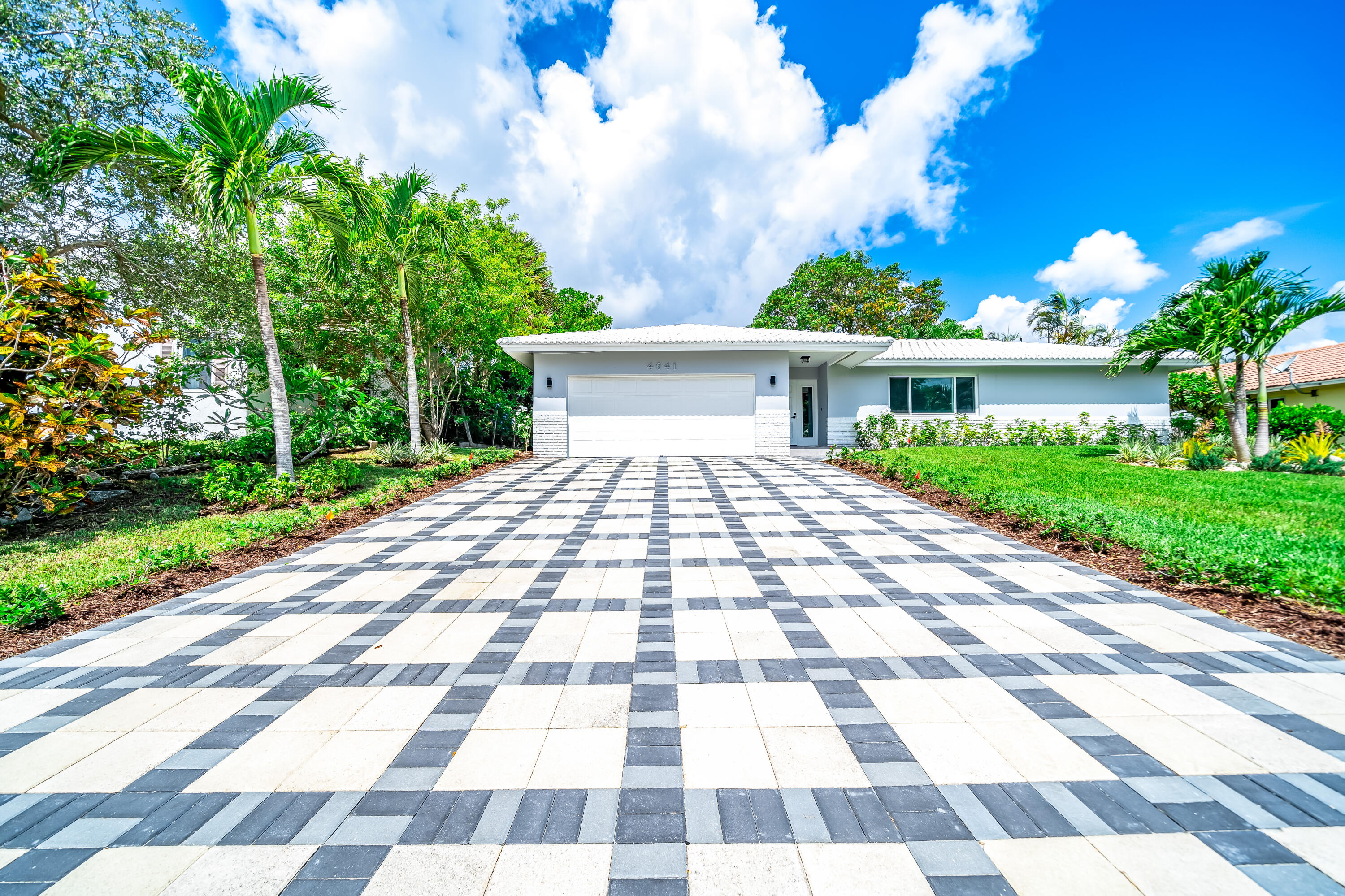 4641 NW 5th Lane  For Sale 10732107, FL