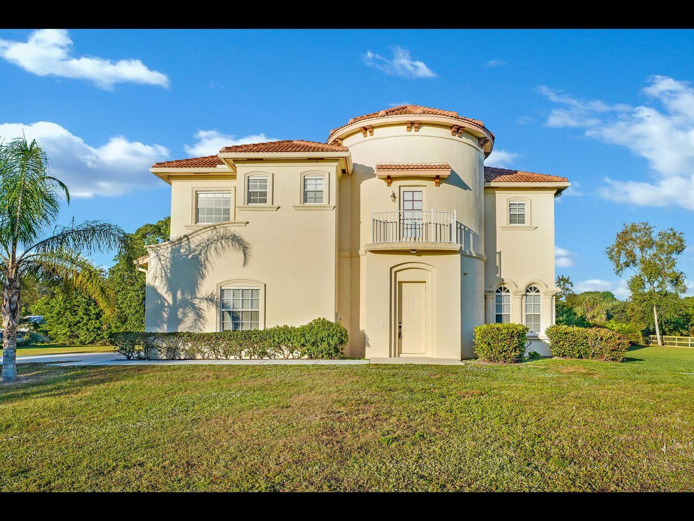 Impressive 2 Story CBS Home; This 5 BD/4.5 Bath w/2 Car Garage Residence has a Beautiful Foyer w/Circular Staircase; Formal Living and Dining Room(s); Large Rooms and Eat-In Kitchen; Upstairs features huge Master Suite as well as an Upstairs Balcony. Large Pets Allowed.