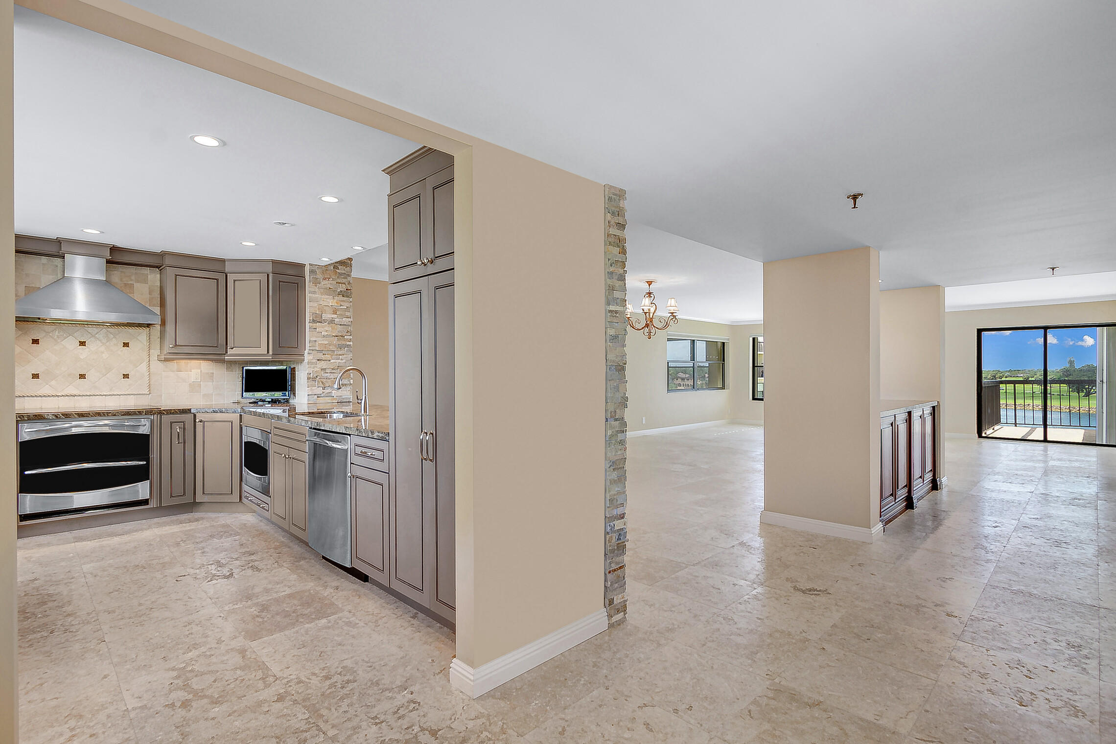 374  Golfview Road 404 For Sale 10732137, FL