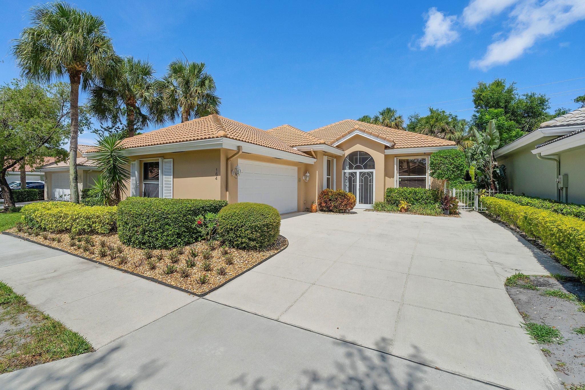 164 E Hampton Way  For Sale 10732214, FL