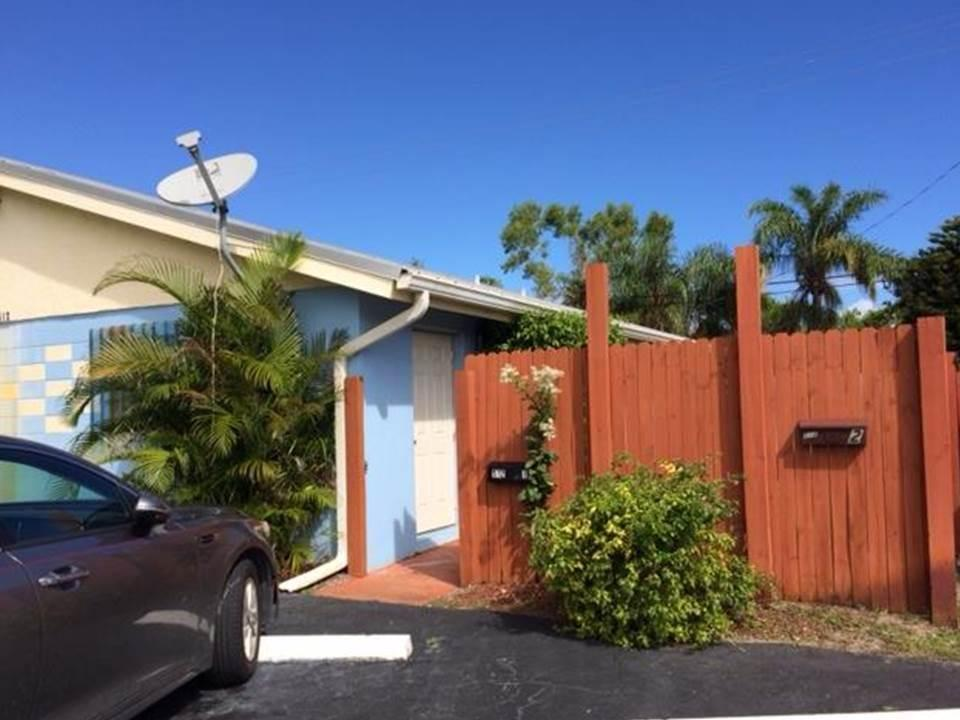 Renovated 2BR 1.5 BTH. Fenced front and back yards. Metal roof 2006, new fencing 2013. Has been updated with tile flooring. washer / dryer in apt. Walk to school. Sprinkler system & Hurricane Shutters. Prime location in the heart of Palm Beach Gardens. NO HOA!
