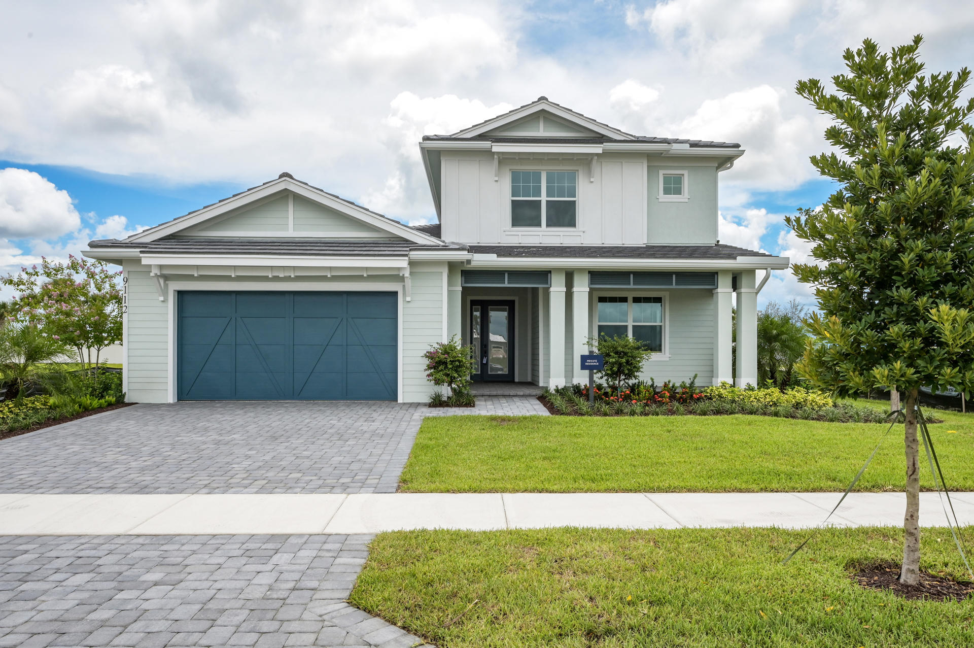 9112  Crestview Circle  For Sale 10728202, FL