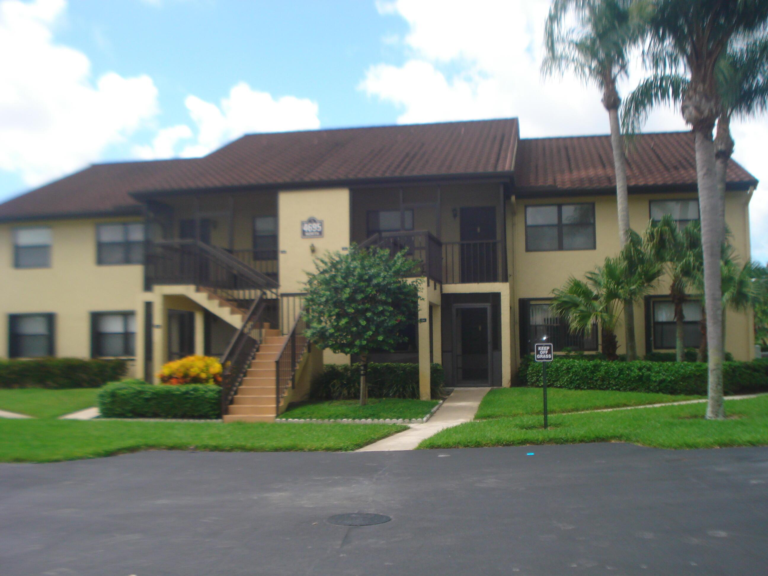 4695 Lucerne Lakes Boulevard 203 Lake Worth, FL 33467