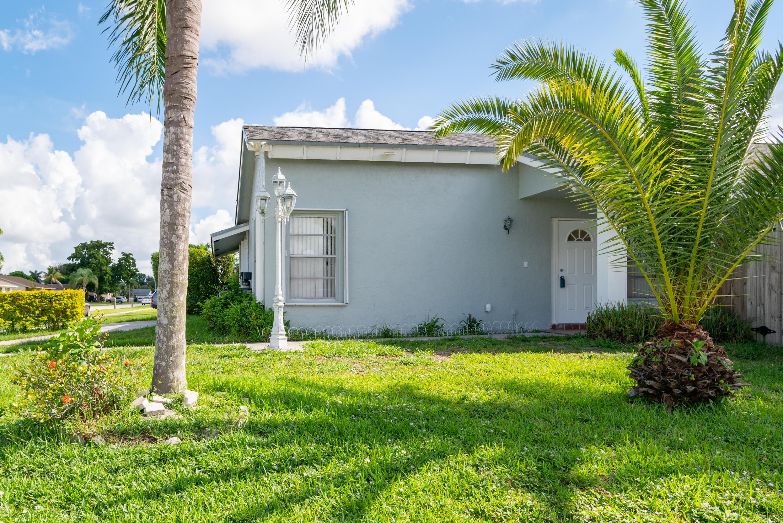 1034 Sonata Way Royal Palm Beach, FL 33411 photo 3