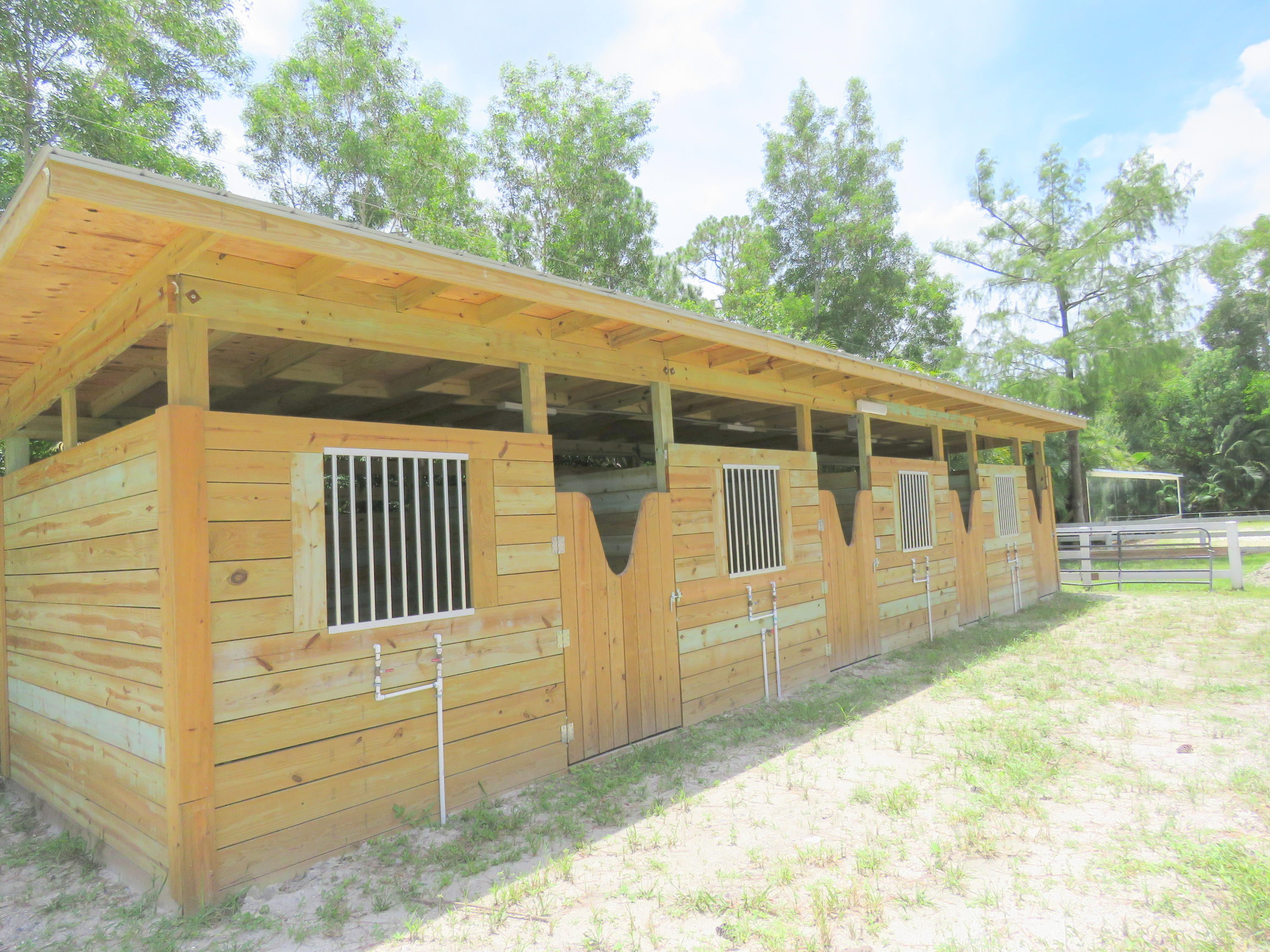 BRAND NEW STALLS IN SEPARATE BARN