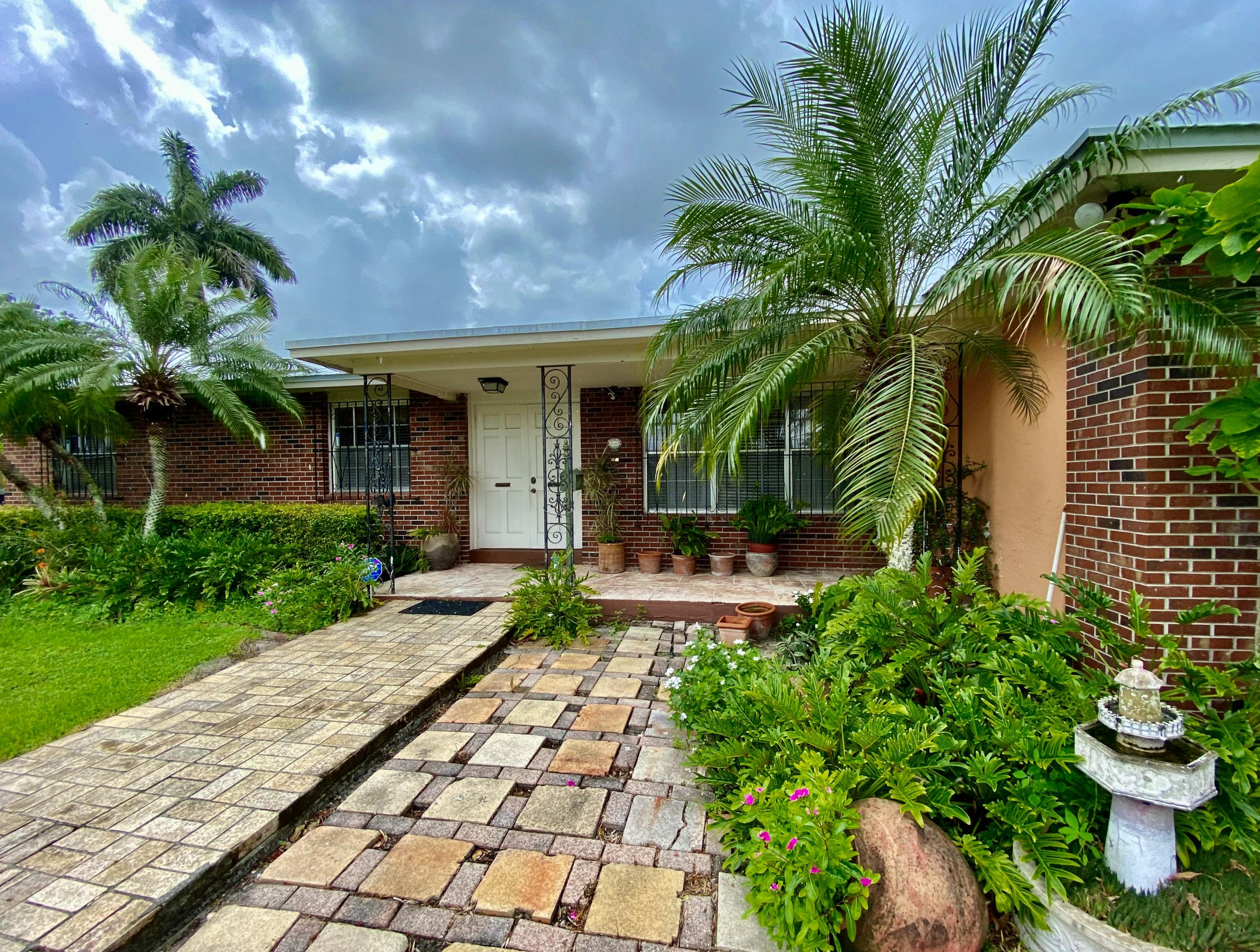 Home for sale in 41-42-37, SUB BY STATE SURVEY OF BLK 5 Belle Glade Florida