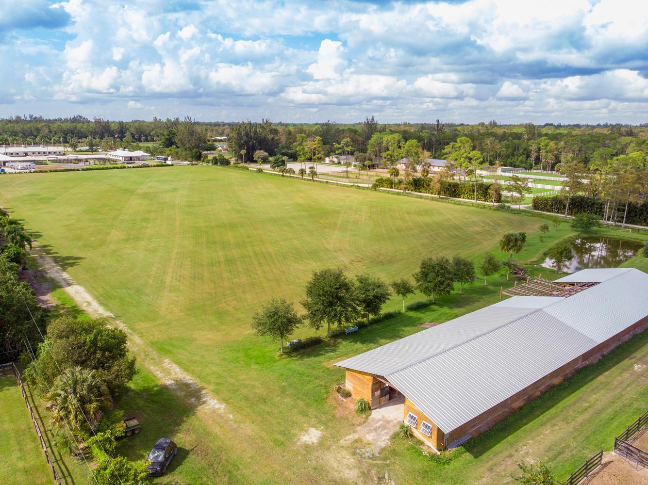 10 Acres 25 Stall Barn