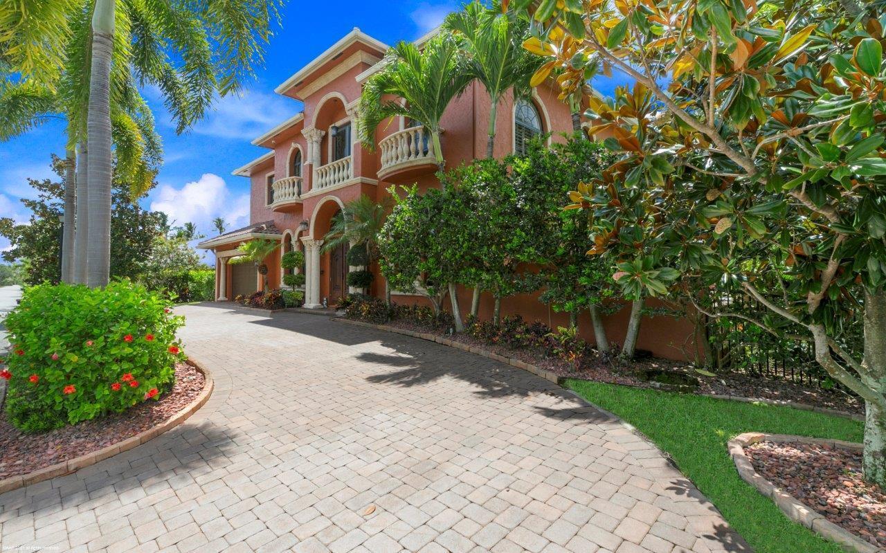 8844 SE Pelican Island Way, Hobe Sound, FL 33455