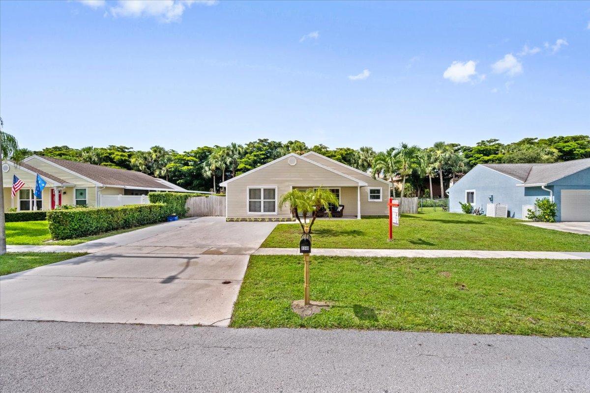 1148  Grandview Circle  For Sale 10731961, FL