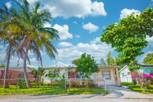 1330 Flamingo Drive, Lantana, FL 33462