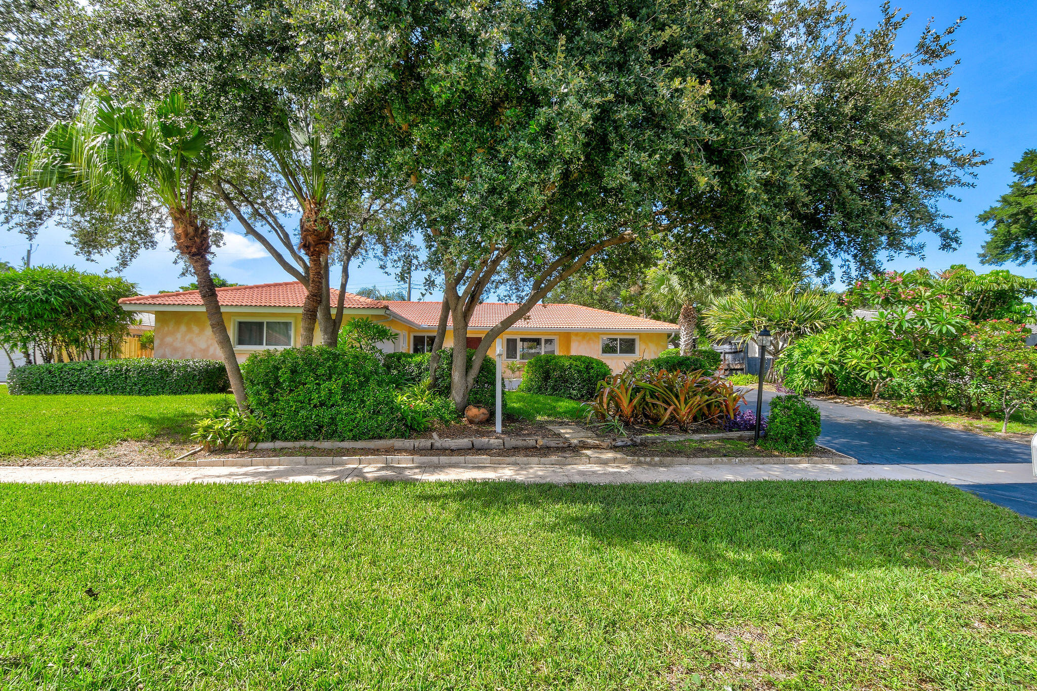 2083  Ardley Court  For Sale 10733130, FL