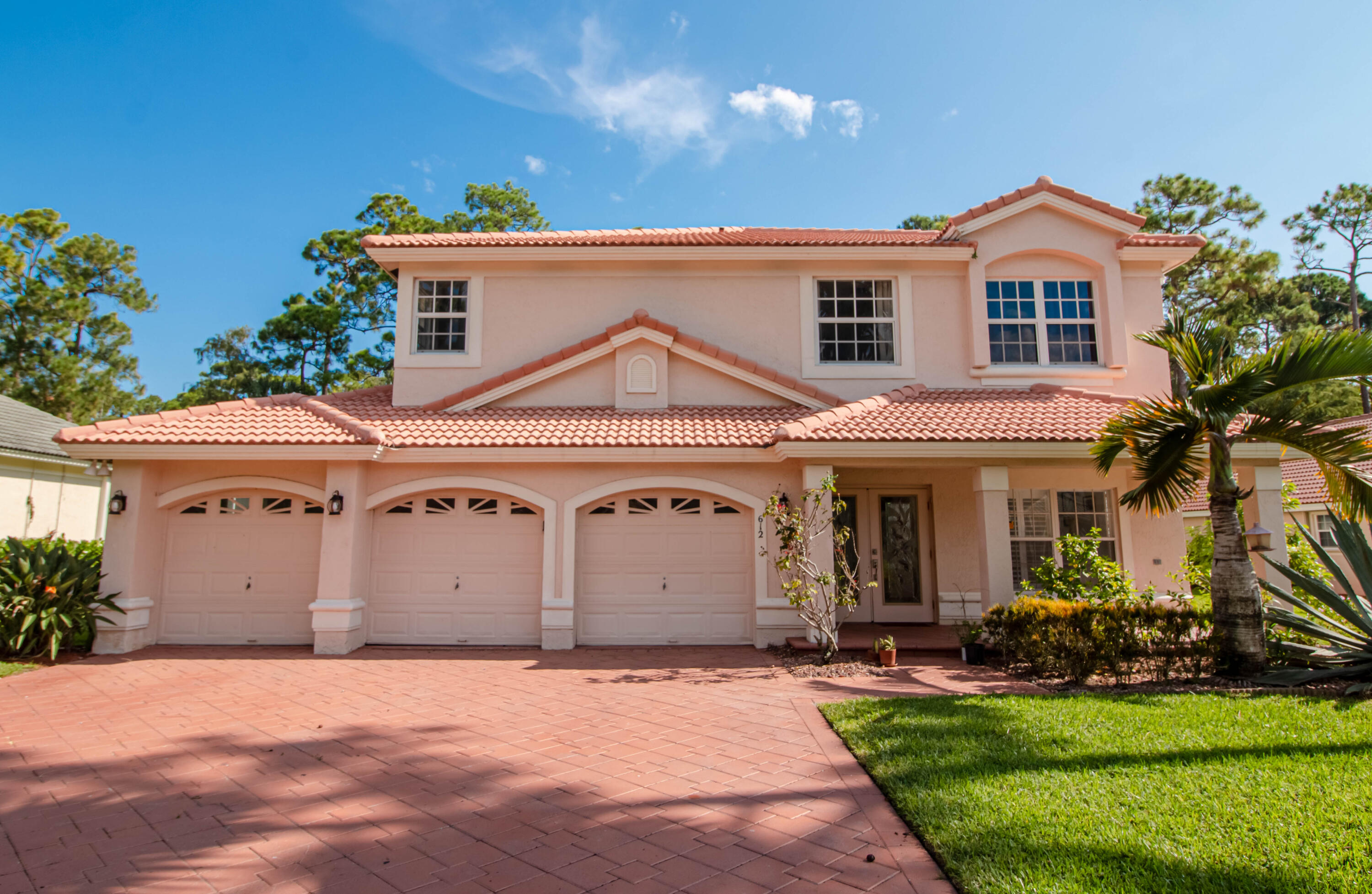 612  Cypress Green Circle  For Sale 10733880, FL