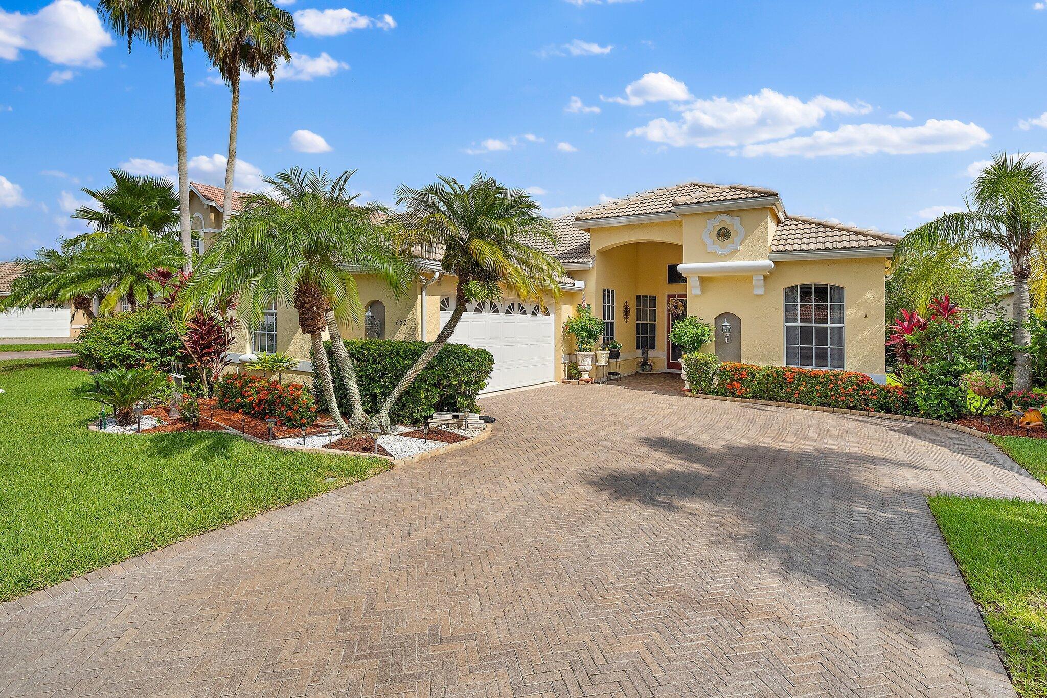 652 SW Lake Charles Circle Port Saint Lucie, FL 34986