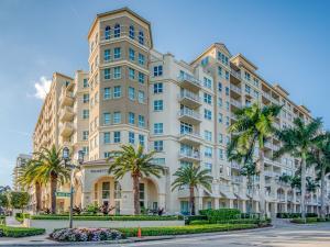 Fabulous Downtown Boca Raton location!