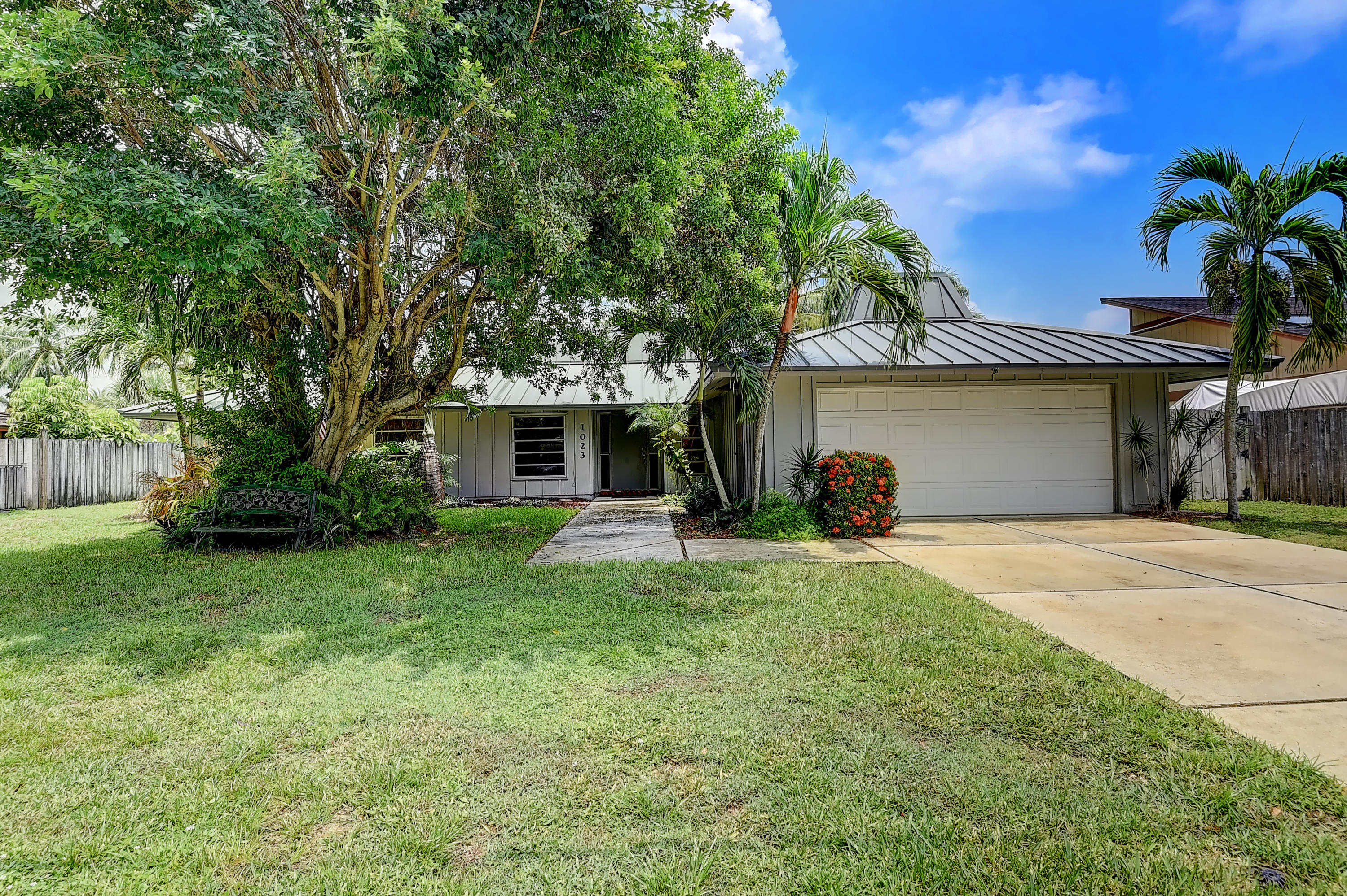 1023 NW 7th Street  For Sale 10734684, FL