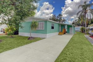 251 SE Paradise Place, Stuart, FL 34997