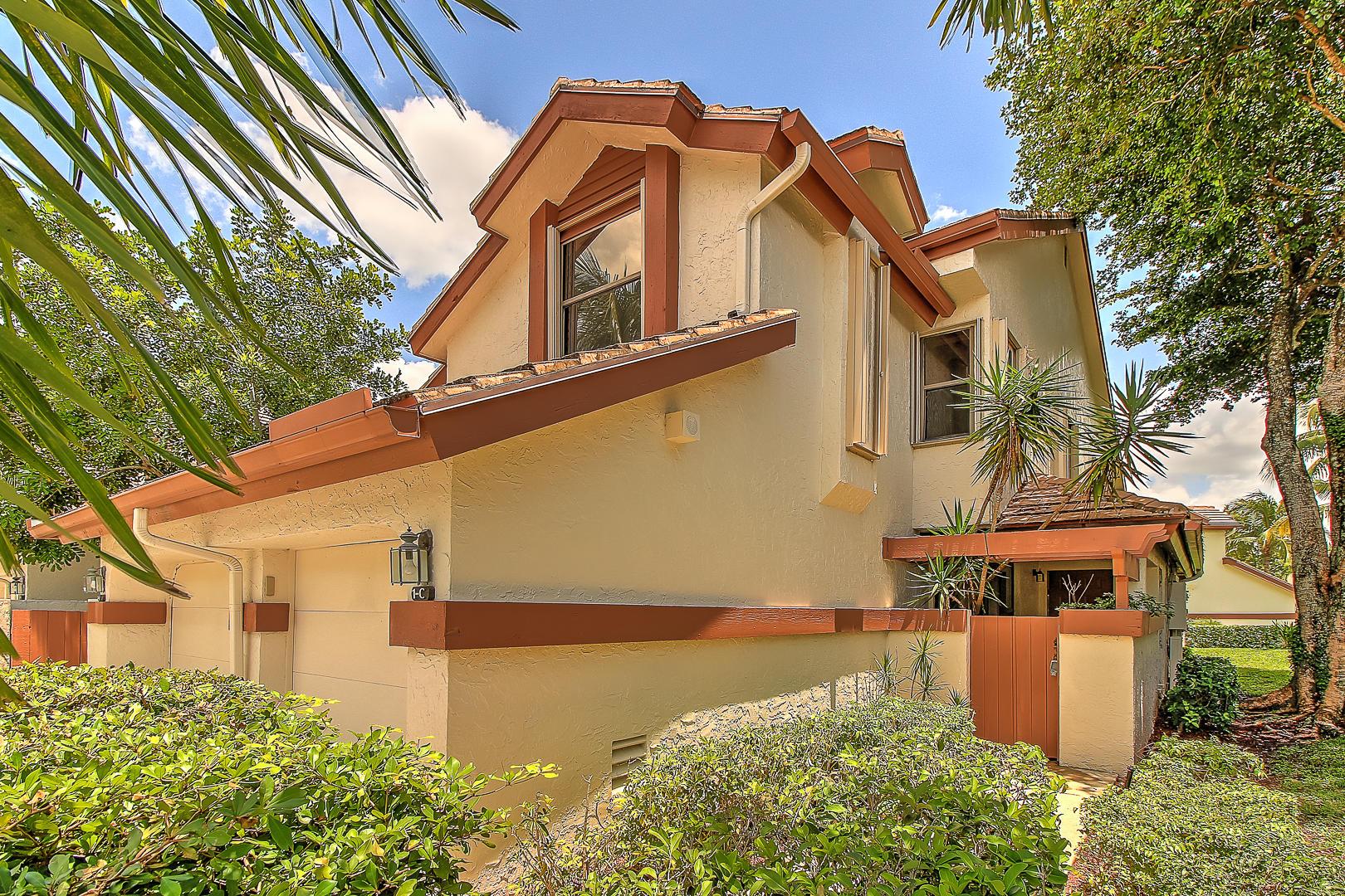 12660  Shoreline Drive 1c For Sale 10735674, FL