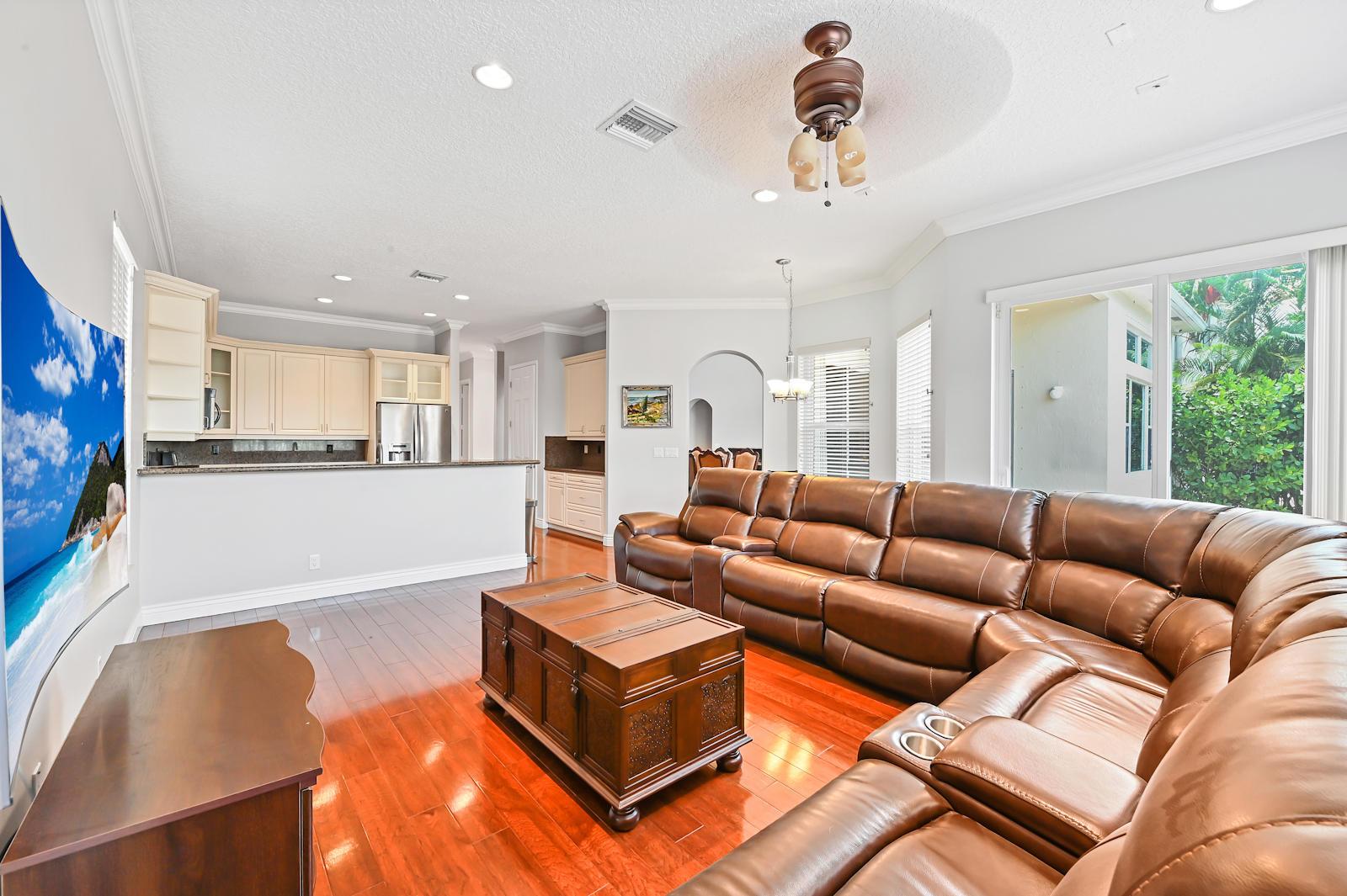 15 Living Room 03