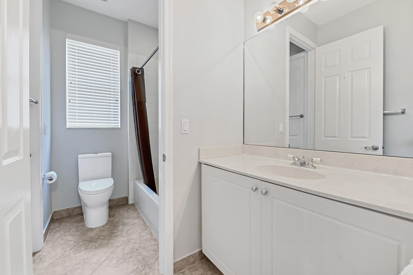 24 Bath Room 01