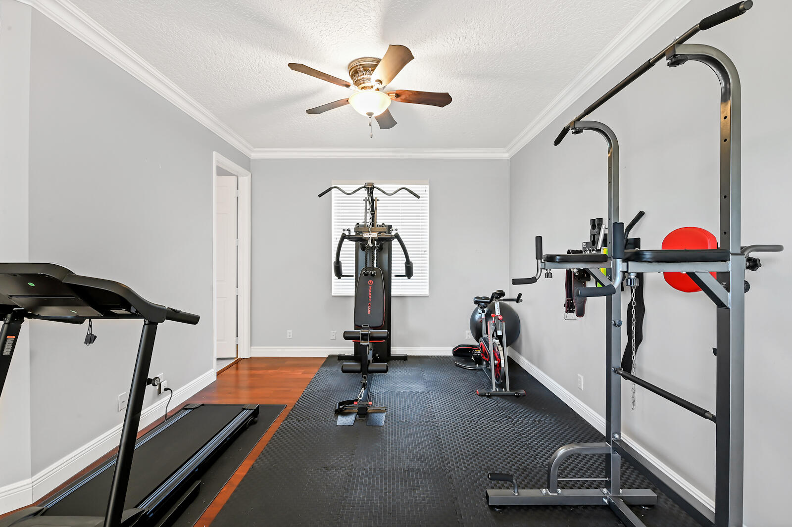 29 Gym Room 01