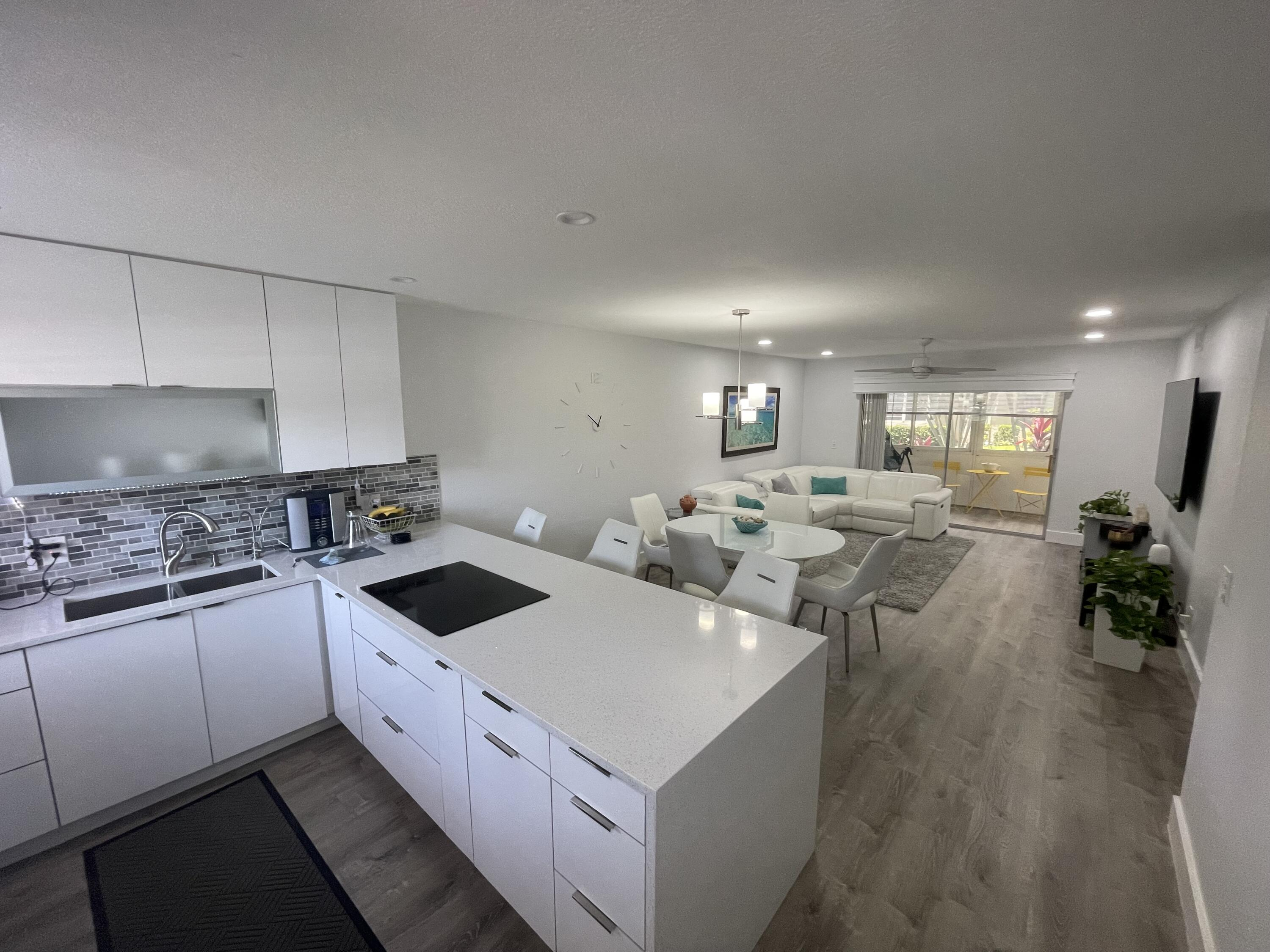 Beautiful apartment in MINT condition. Fully renovated including, recessed lighting, new appliances, new floors, new kitchen, new bathrooms and a corner unit. Located in a quiet 55+ community in Royal Palm and directly across the street from 134-acre Commons Park. The community also has a pool and small workout facility.
