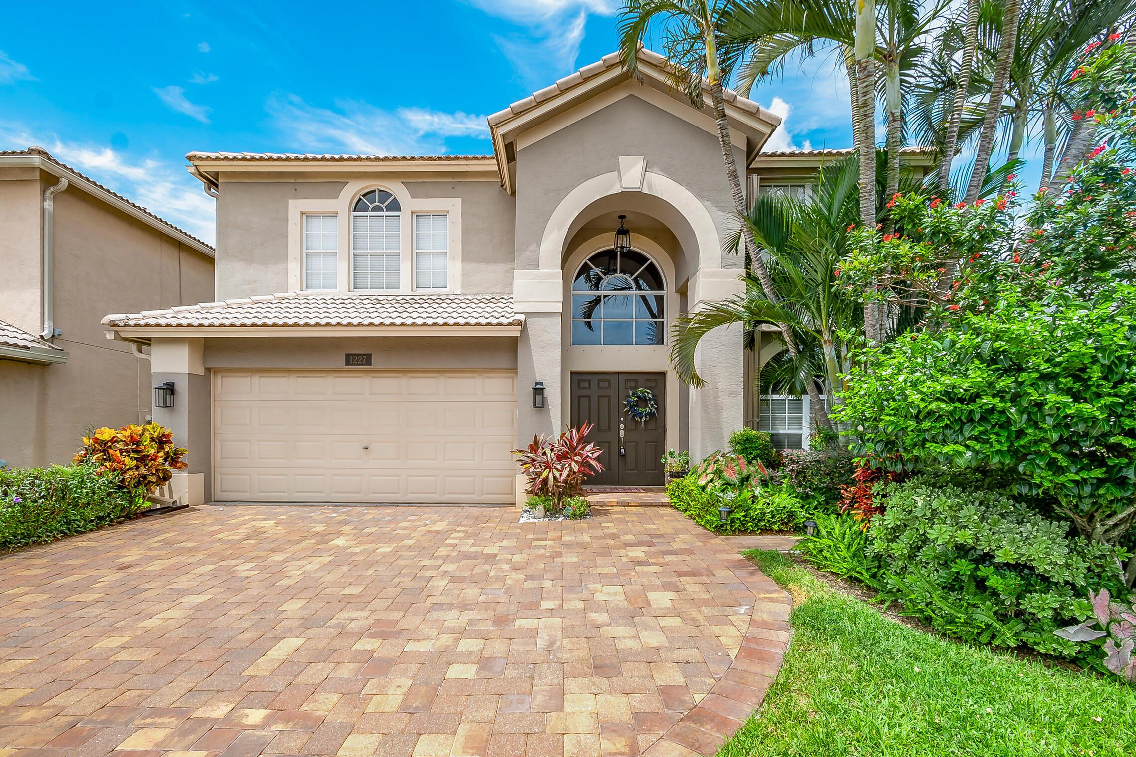 1227  Avondale Lane  For Sale 10735882, FL
