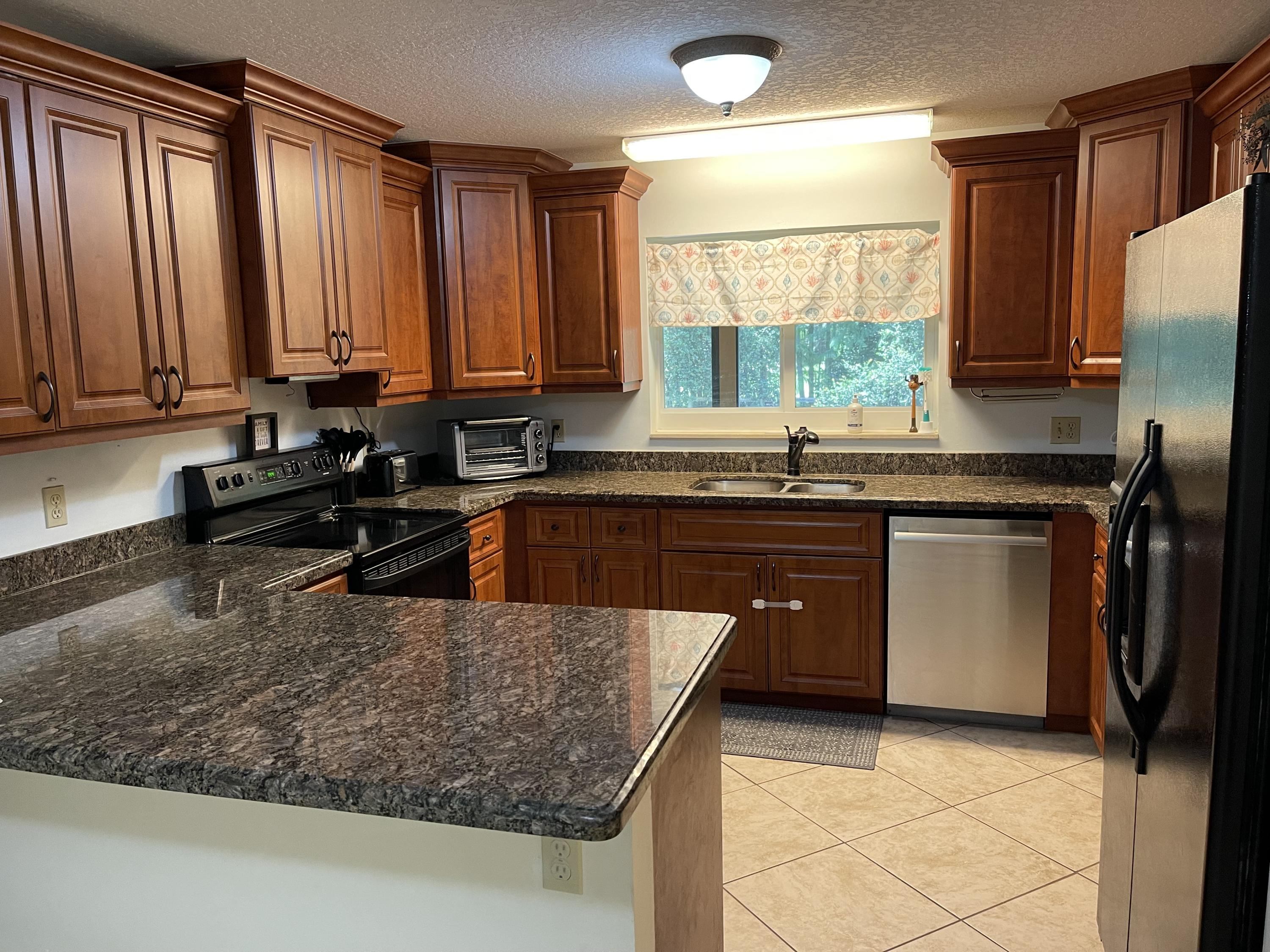 Kitchen with Granite & Stainless