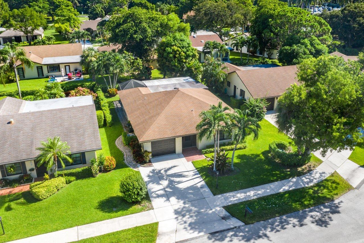 2753  Begonia Court  For Sale 10736115, FL