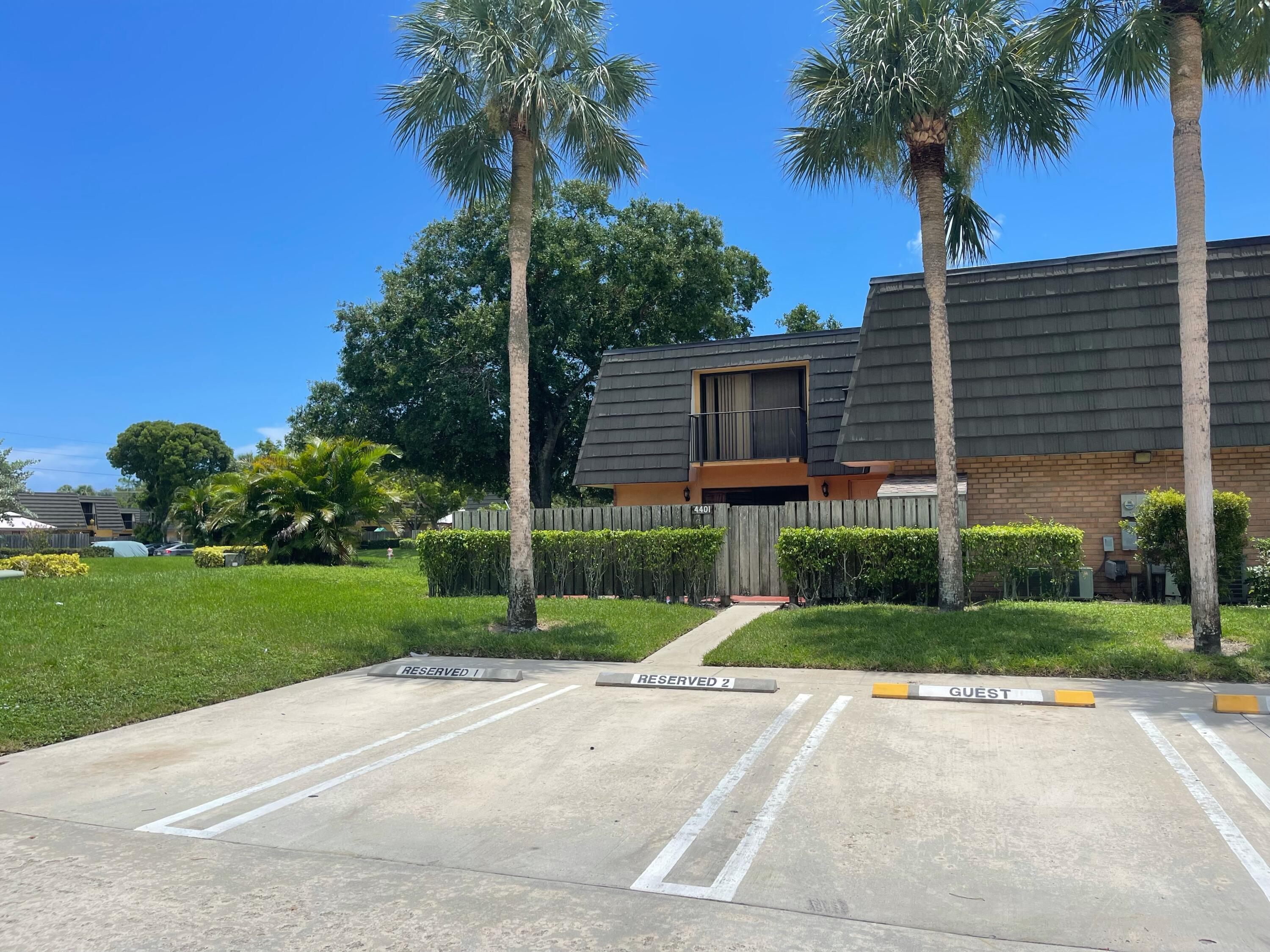 4401  44th Way 4401 For Sale 10733076, FL