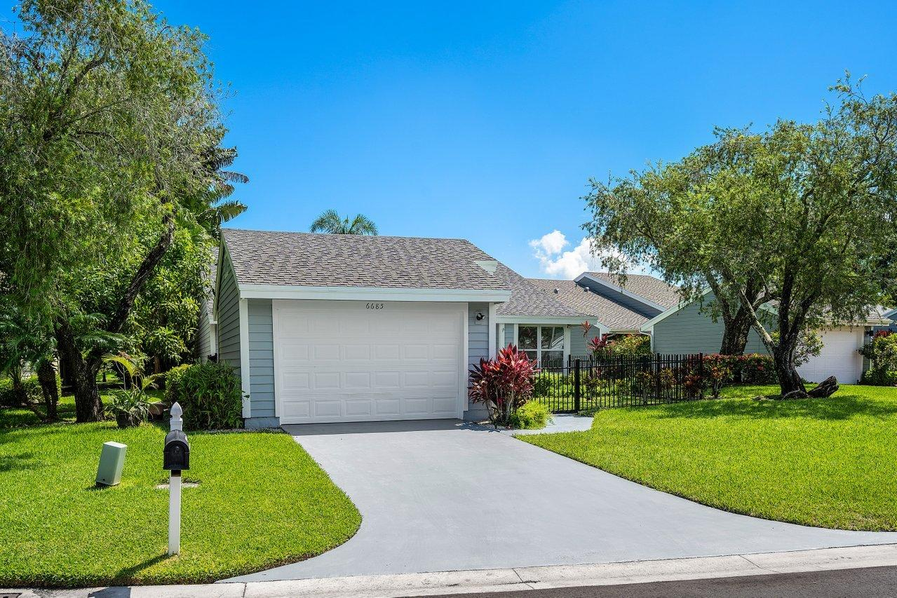 6685 S Pine Court  For Sale 10745099, FL