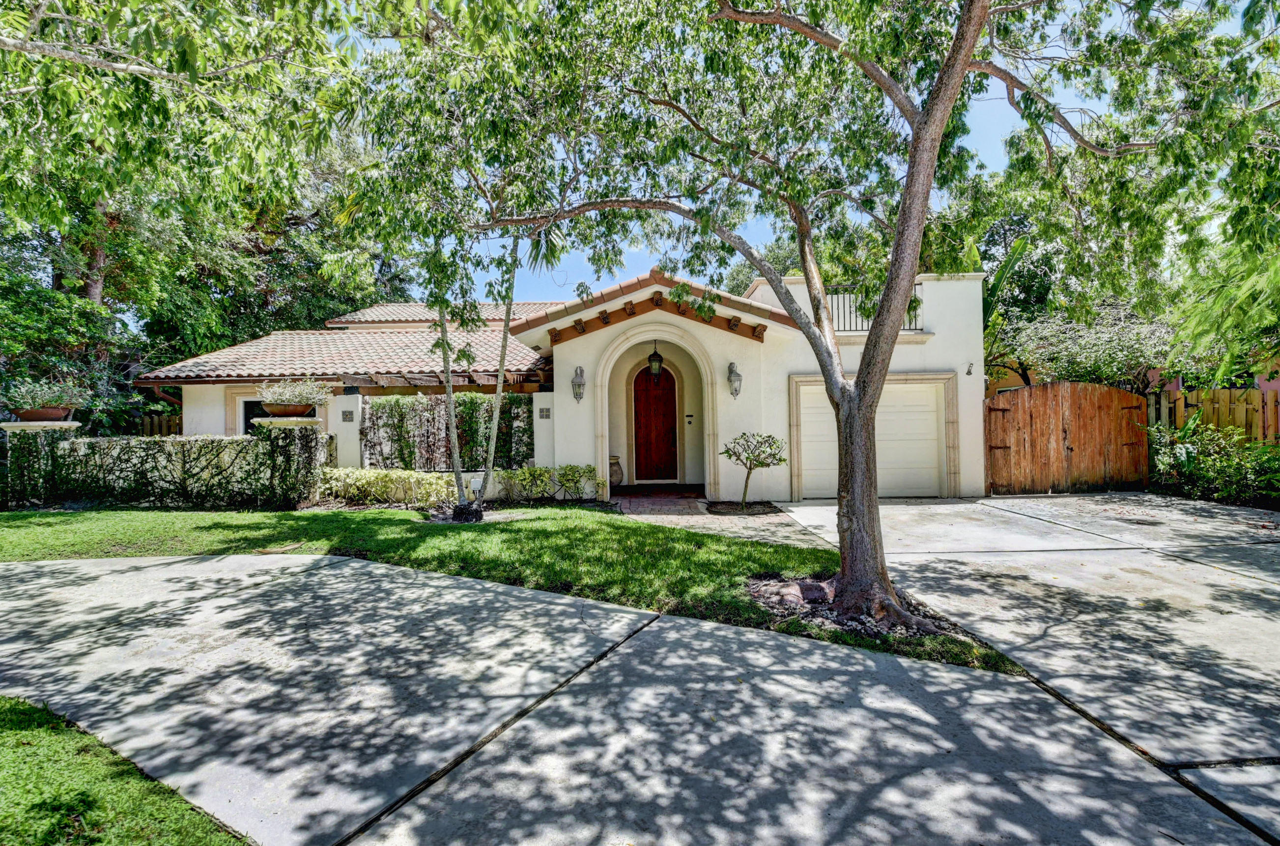 724 NW 6th Street  For Sale 10734899, FL