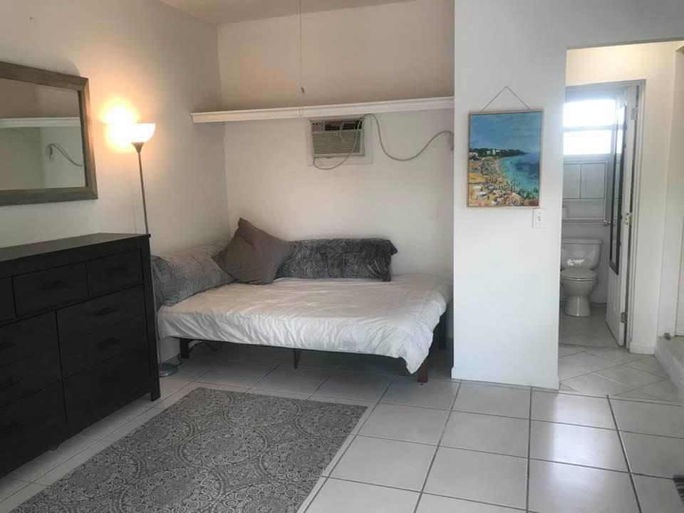 Oatland Groom Room