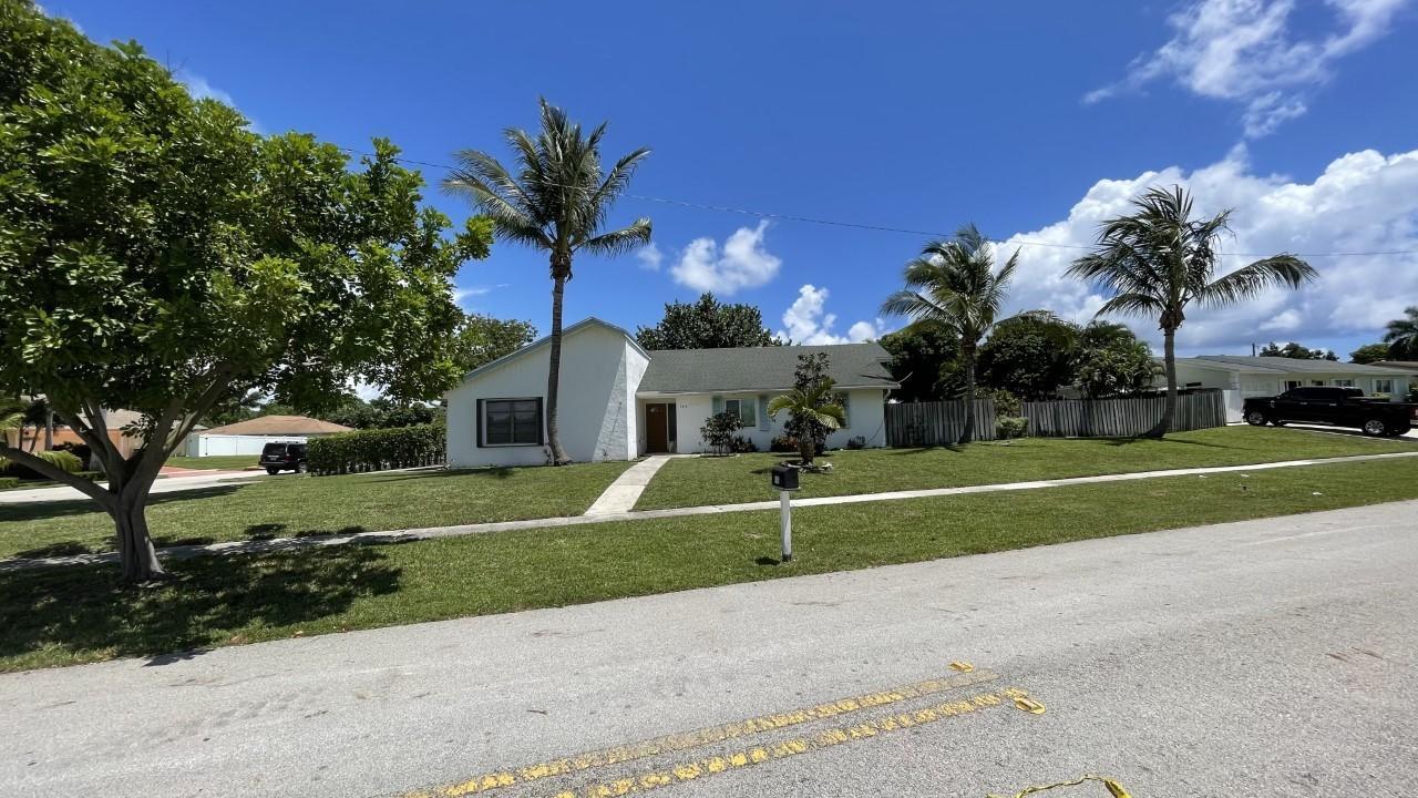 163 Seminole Lane Boca Raton, FL 33487