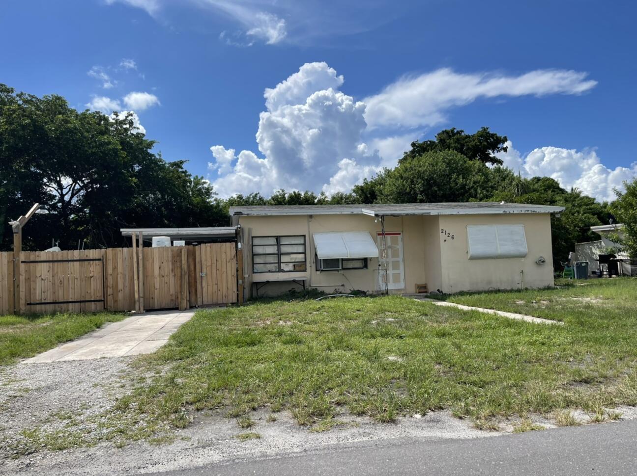 2126 NE 3rd Street  For Sale 10737139, FL