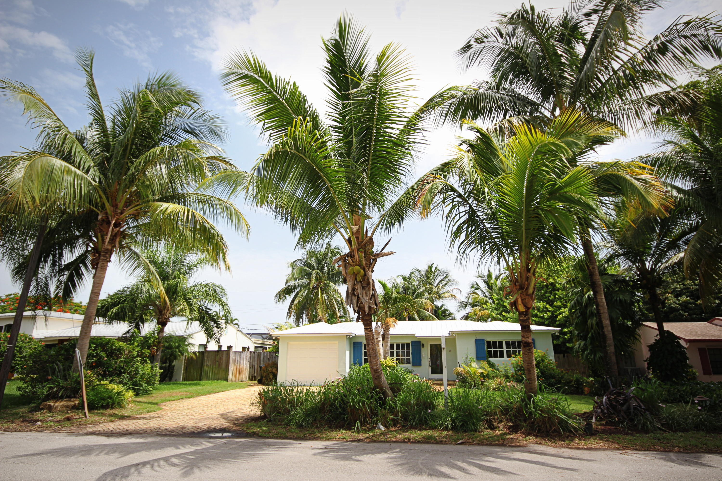 19 NW 17th Street  For Sale 10737480, FL