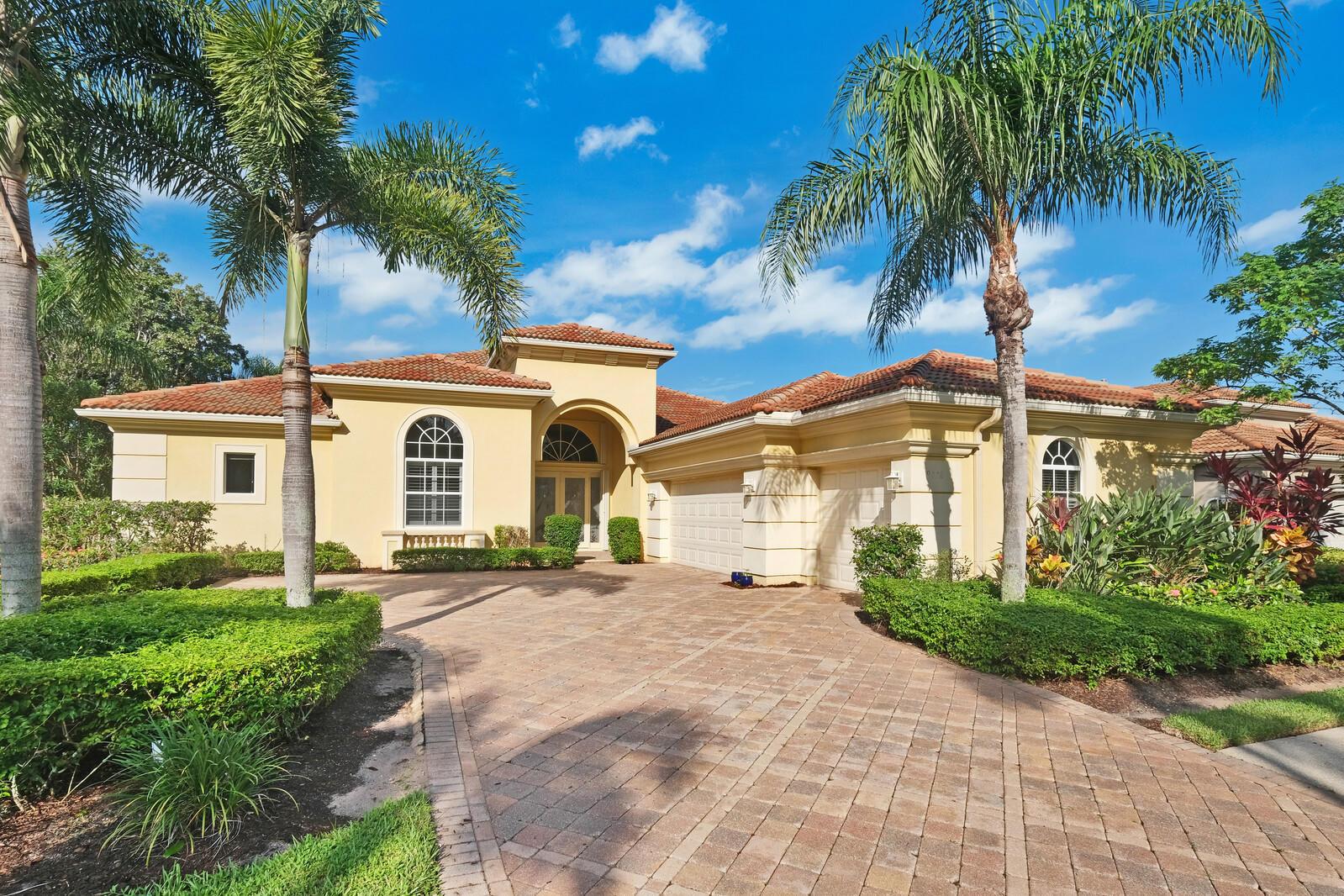 9008  Lakes Boulevard  For Sale 10737663, FL