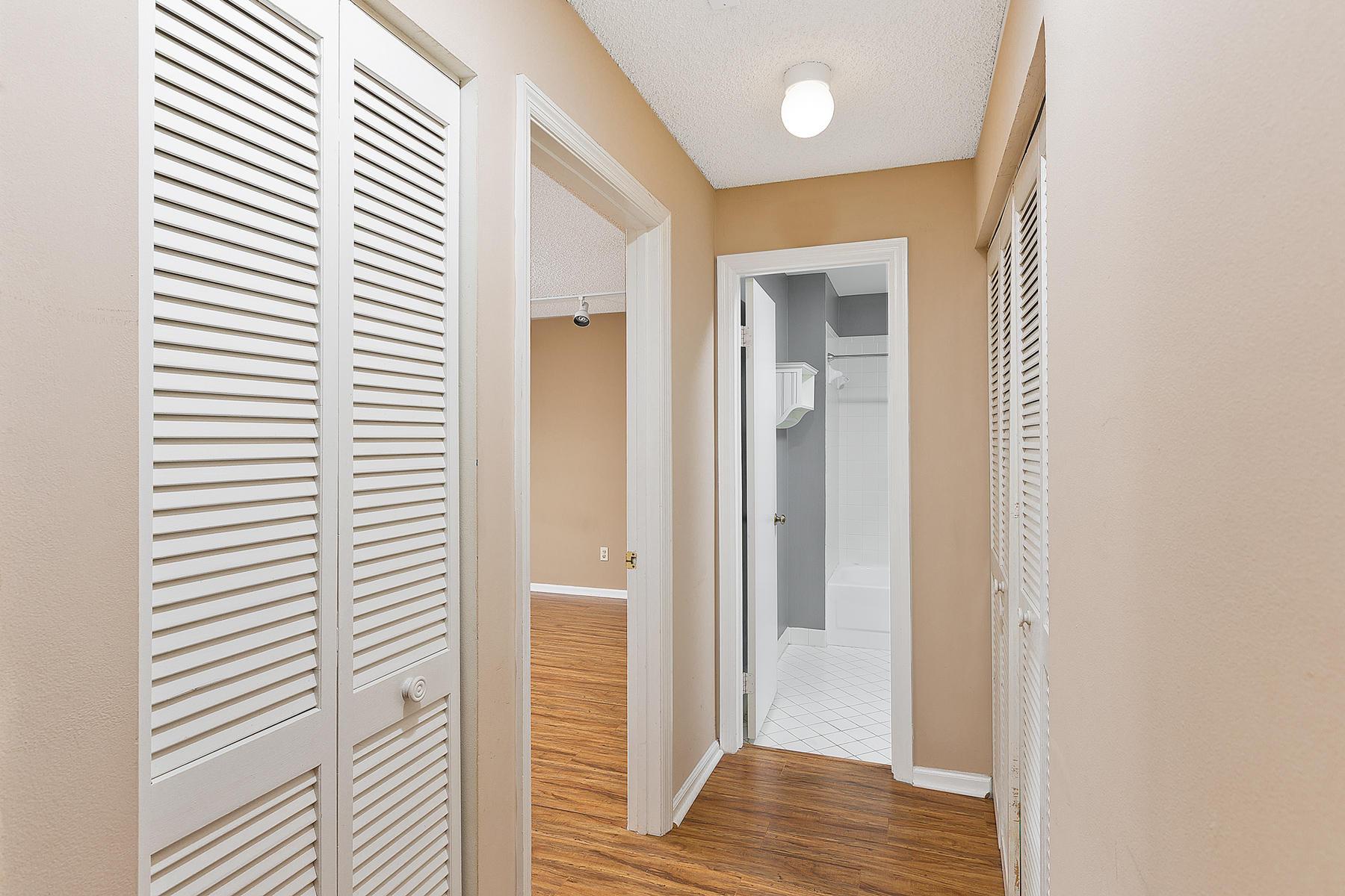 18_Hallway_Secondary-Bedroom