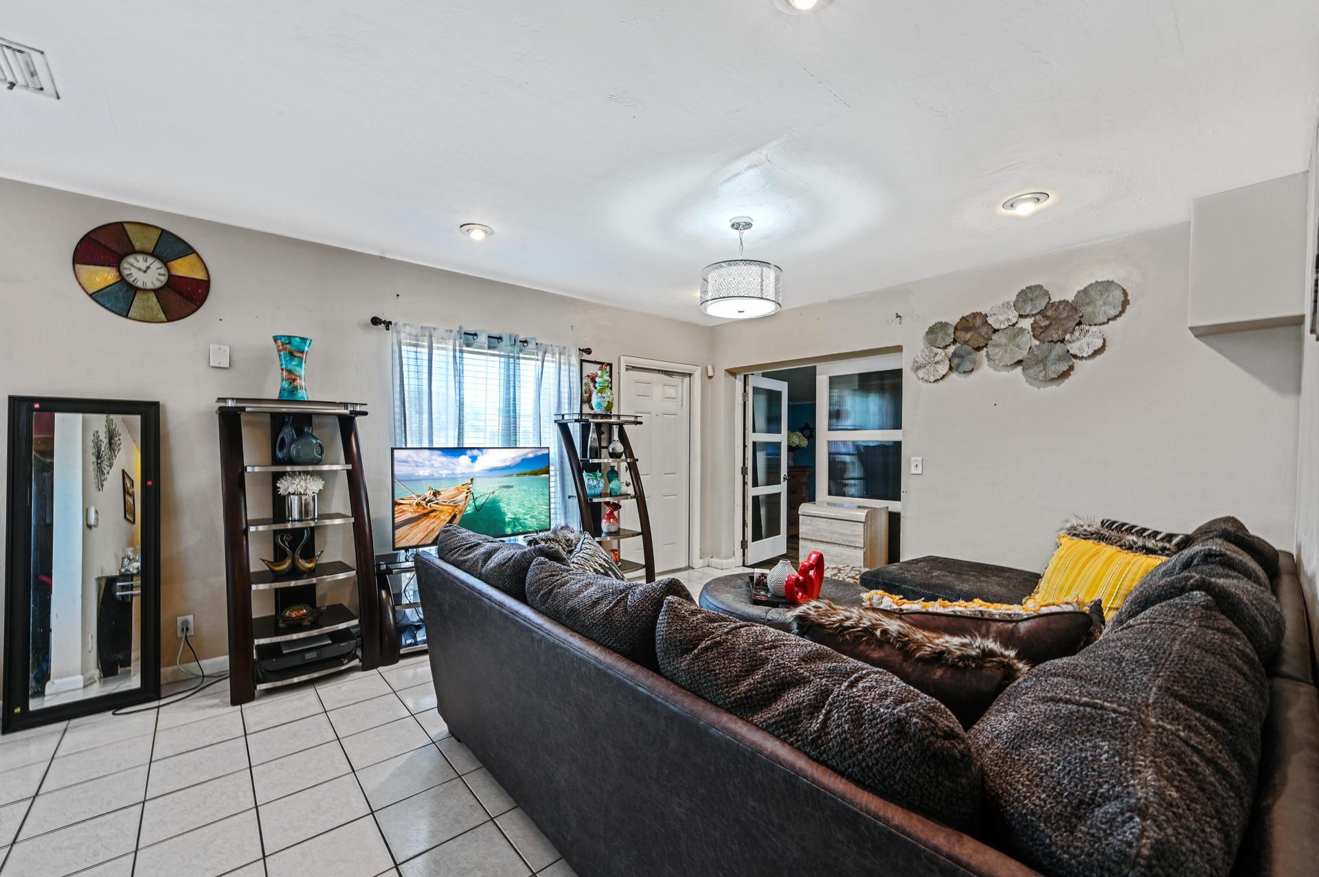 04 Living Room 03