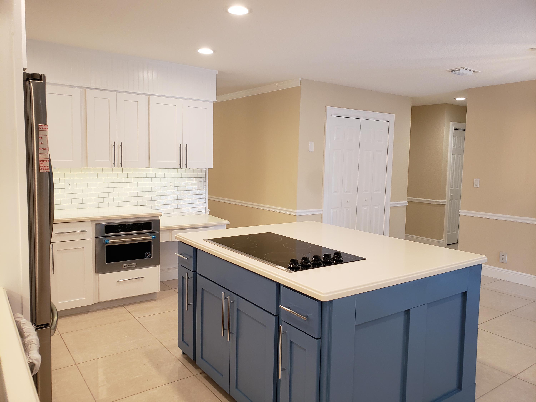 Kitchen w/Cooktop