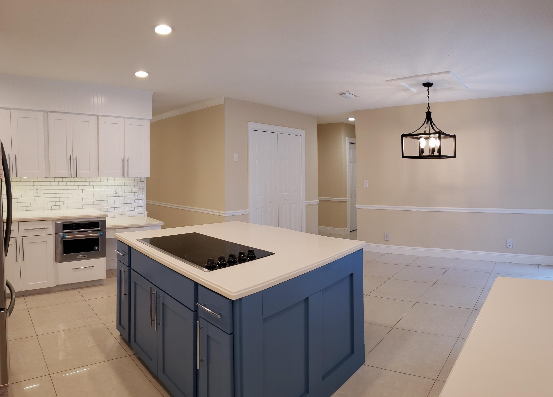 Kitchen w/Large Pantry