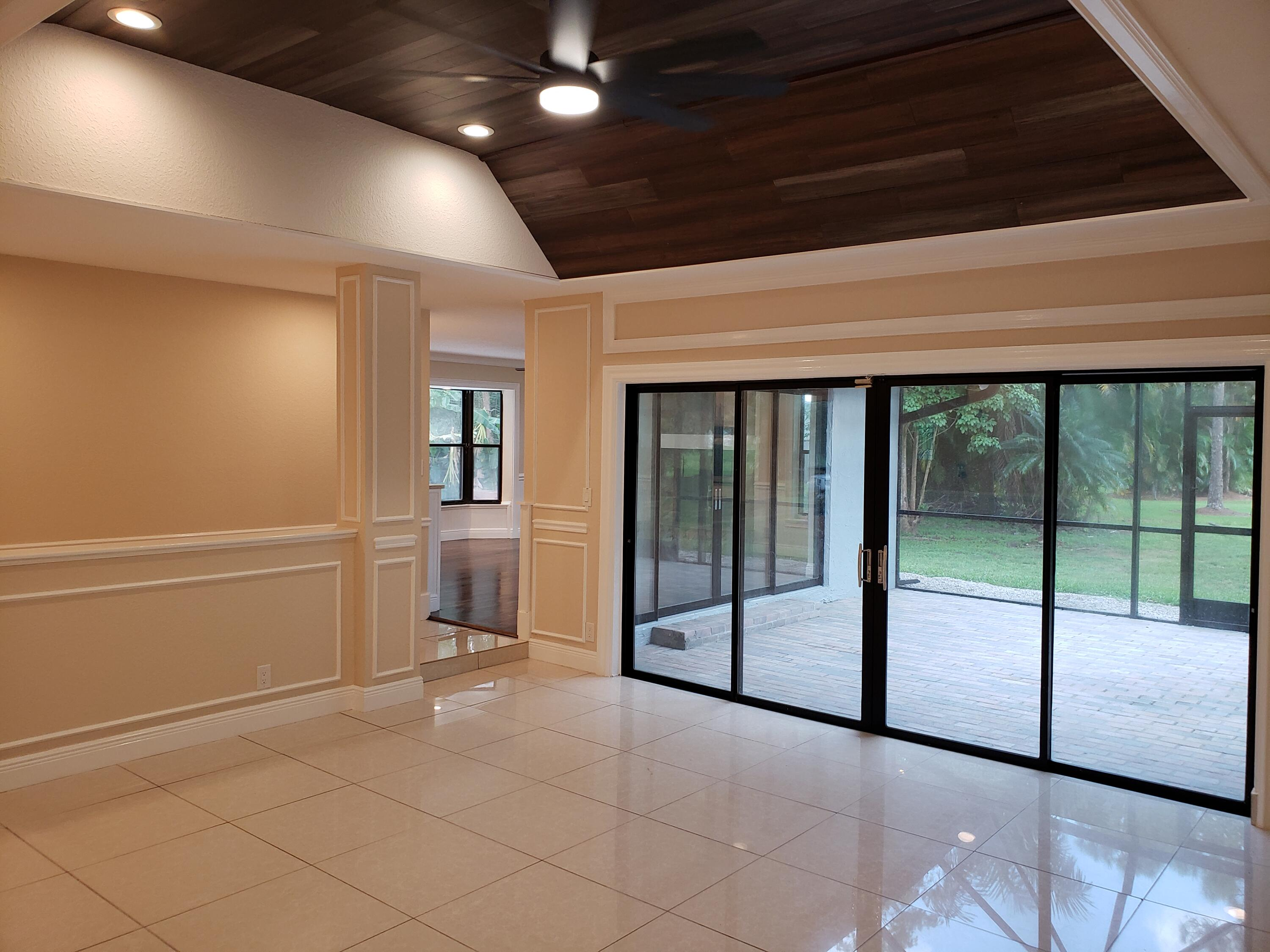 Living Rm to Screened Porch