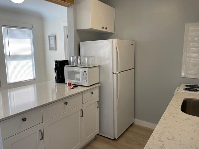 cottage-kitchen Fridge