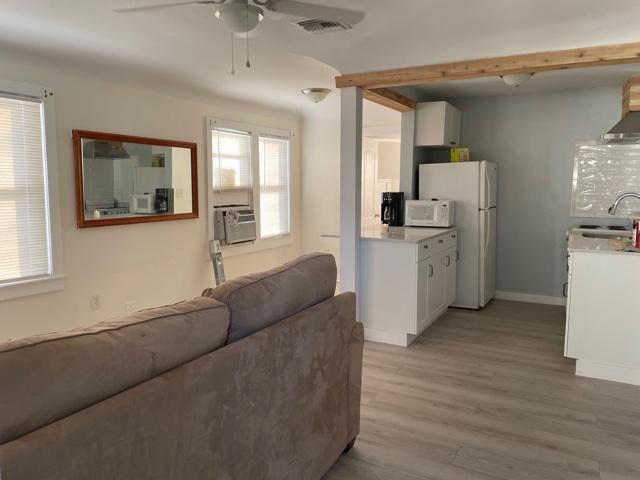 lake worth bch cottage living-kitchen