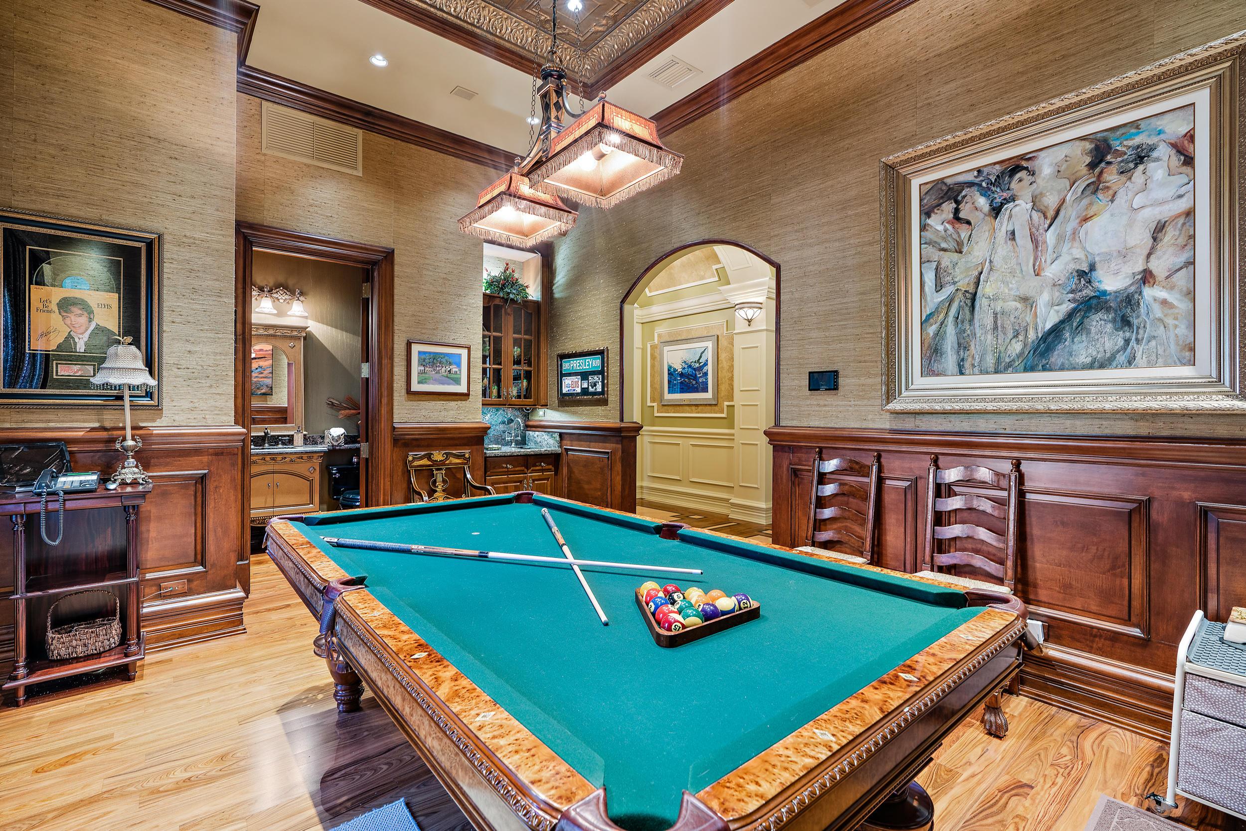 Billiard Room & Wet Bar