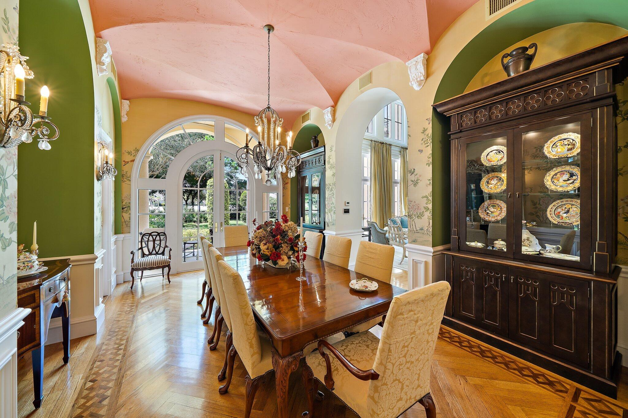 dining room w/ baker table