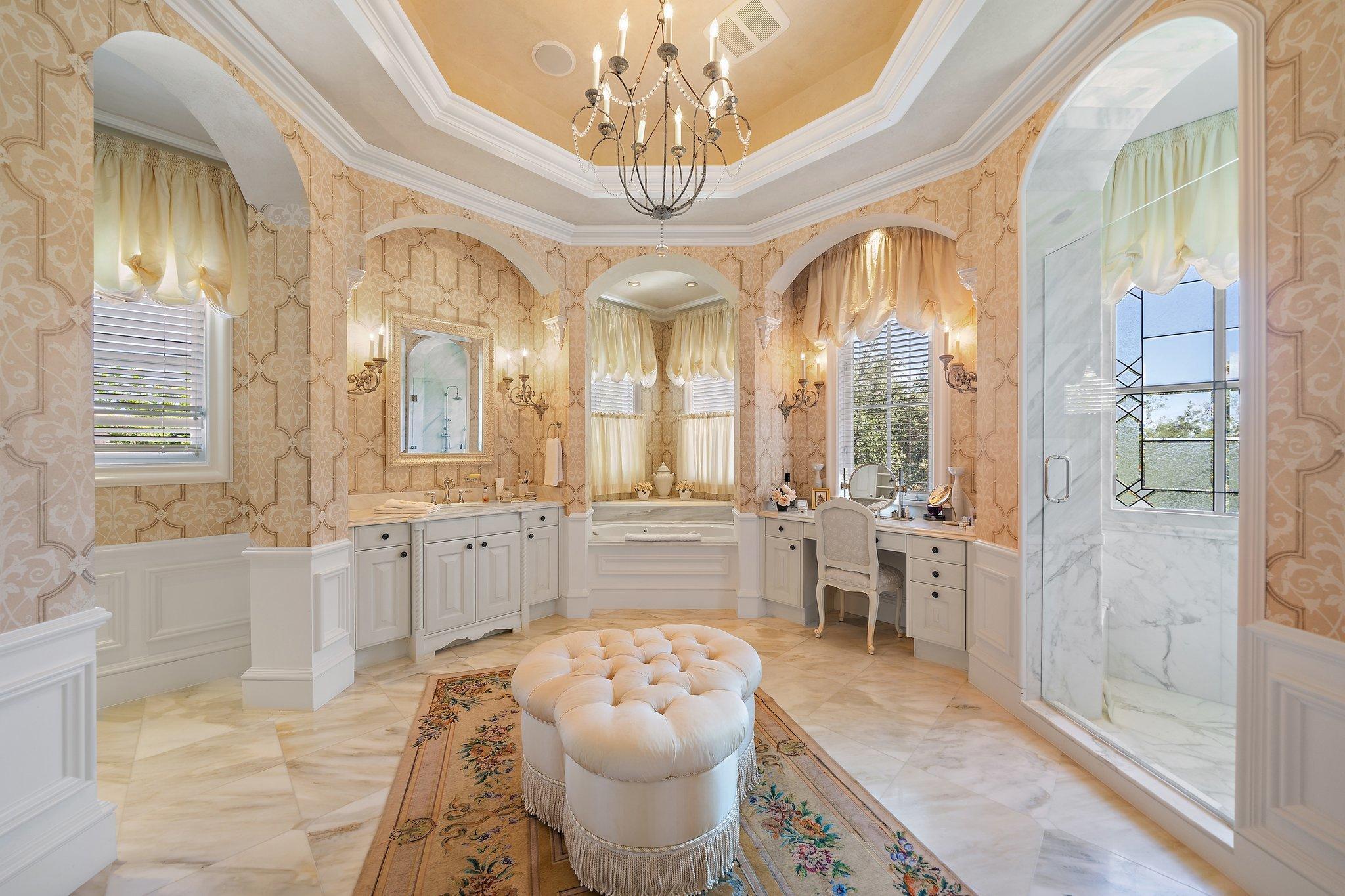 Primary bath w/ marble floors