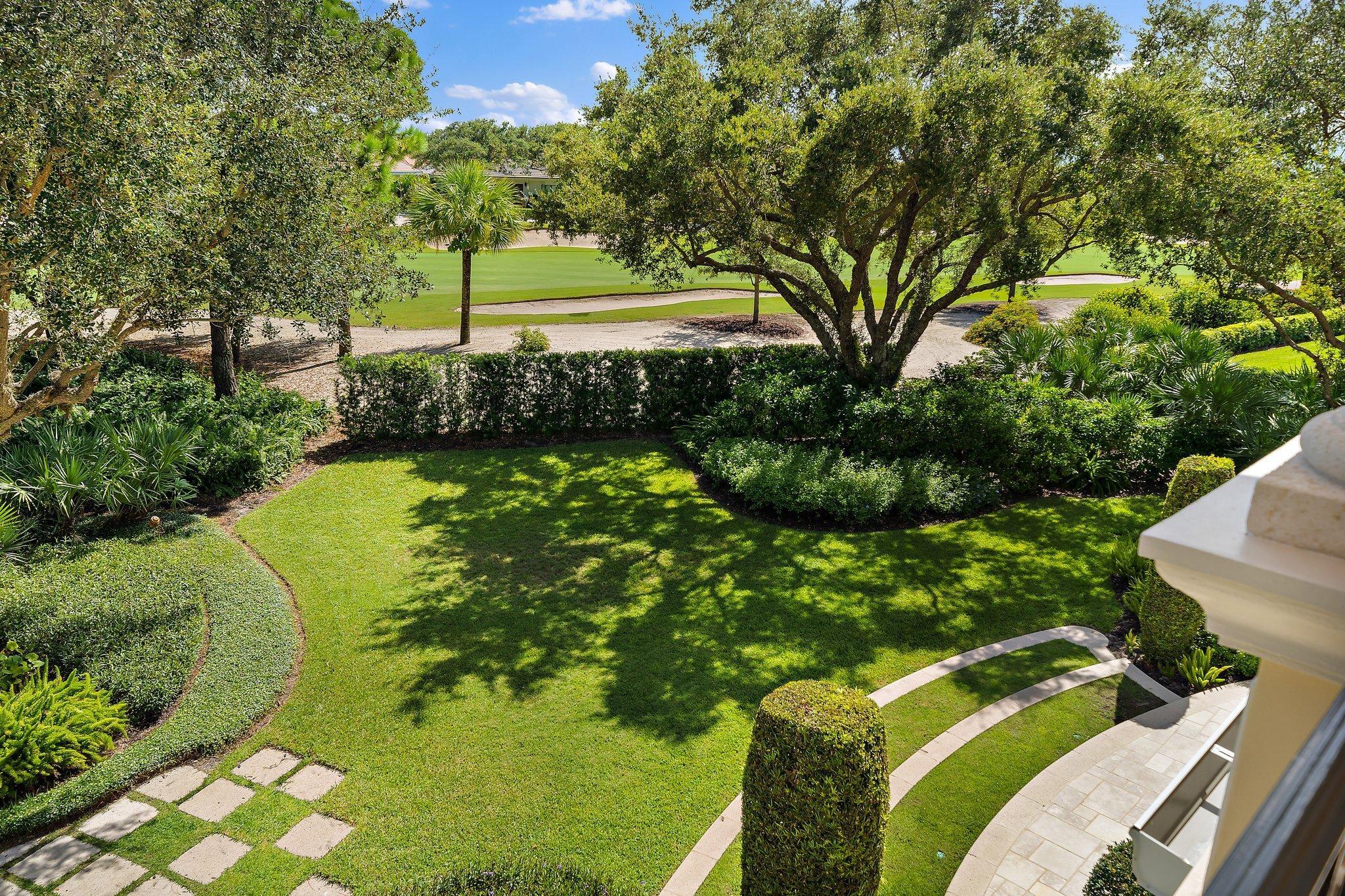 view of yard + golf