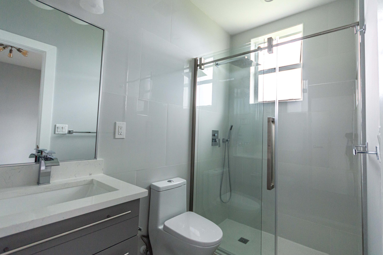 Private Bathroom/Bedroom 2